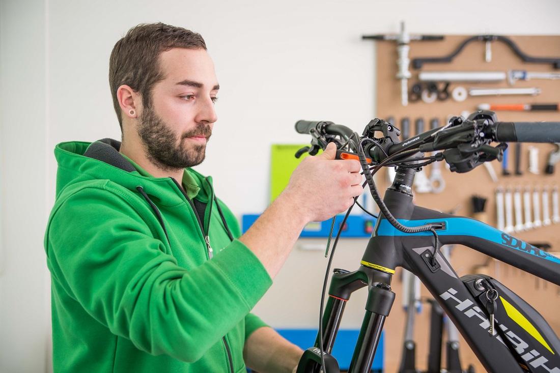 Wartung, Inspektion und Reparatur von e-Bikes und S-Pedelecs bei e-motion Technologies