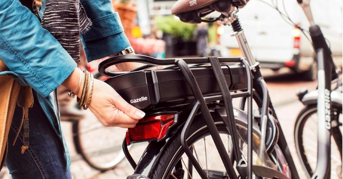 Die wichtigsten Fragen und Antworten zum e-Bike-Akku in unserem Akku-Ratgeber, erfahre, wie du die Lebensdauer Ihres e-Bike-Akkus verlängerst, welche Reichweite ein e-Bike-Akku schafft und wie lange ein Pedelec-Akku lädt.