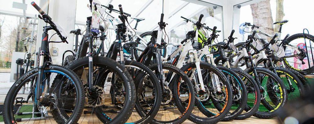 günstige e-Bikes in deiner Nähe online finden und in der Filiale abholen.
