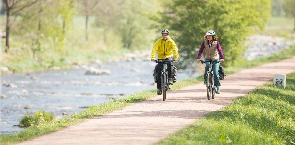 Das Cannondale Neo Lifestyle Trekking e-Bike mit Shimano Steps Antrieb und hydraulischer Felgenbremse ist ein zuverlässiger Begleiter in der Stadt und längere Pedelec-Ausflüge in der Natur.